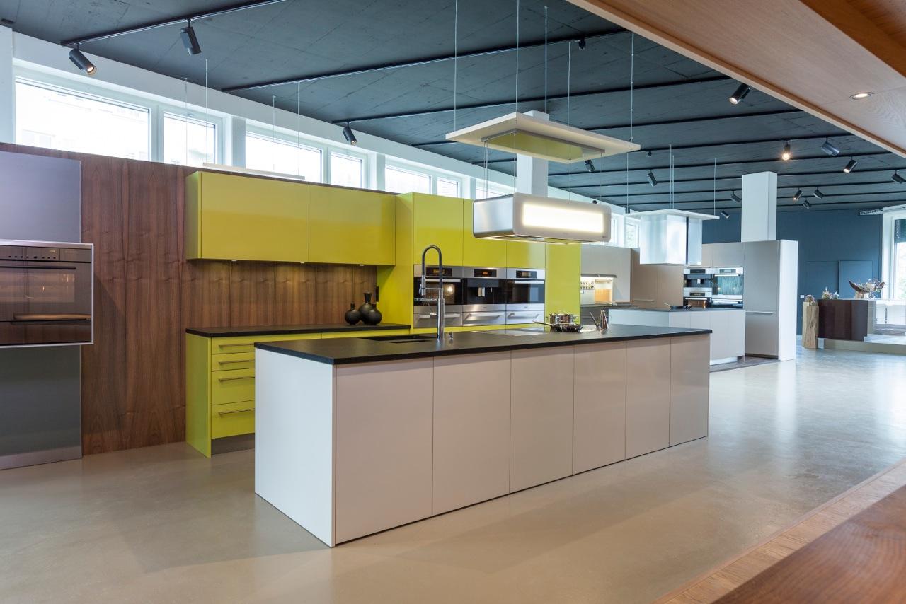 ber 400 m2 ausstellung sp ti innenausbau. Black Bedroom Furniture Sets. Home Design Ideas