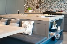 Küchenblock mit Abdeckung aus Monoblock-Jurastein