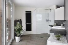 Schöne Materialien und beste Verarbeitung im Wohlfühl-Bad.